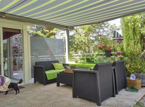 Aménagement terrasse avec pergola et brise-vent vitré - Pléneuf Val André -22