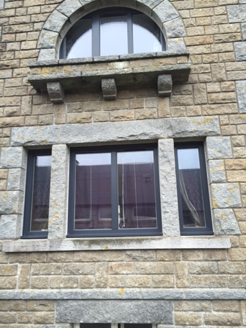 Fenêtre Art Design en résine - Ploeuc-sur-Lié