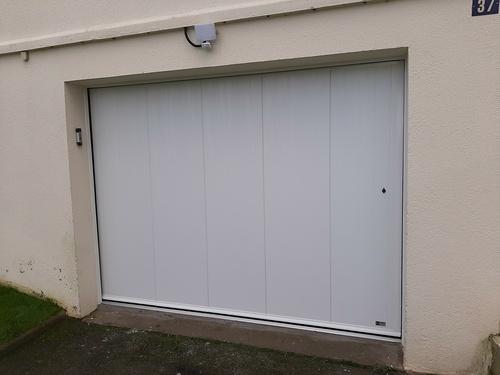Installation porte de garage motorisée sectionnelle isolante latérale Trégueux