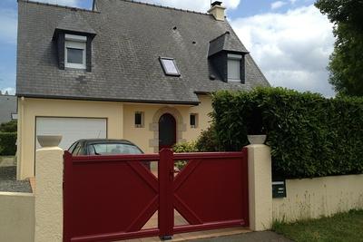 Portail alu - 2 vantaux - Gamme contemporaine - Plérin (22 - Côtes d''Armor) menuiserie