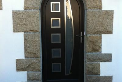 Porte d''entrée cintrée menuiserie alu et bois - Plérin - 22 - Côtes d''Armor