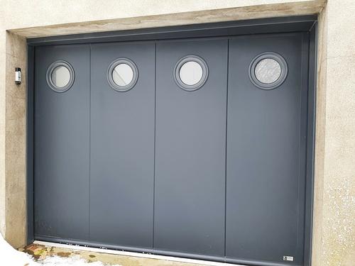 Porte de garage sectionnelle, refoulement latéral motorisée avec digicode- Trédaniel
