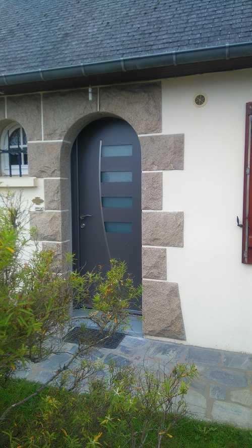 Porte d''entrée alu grise type contemporaine - Pordic 0