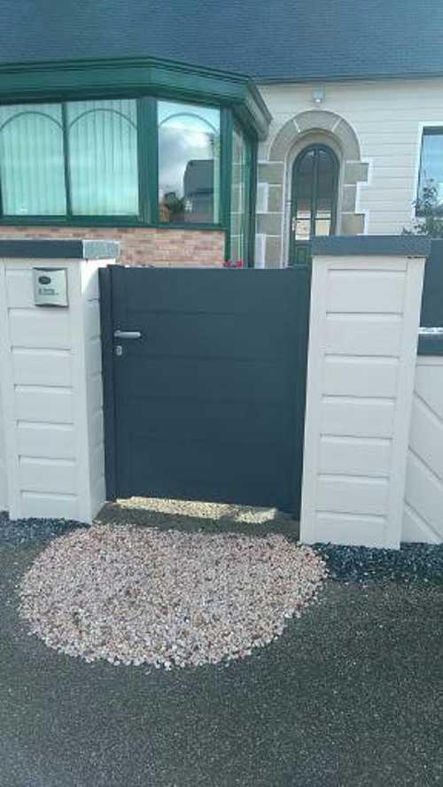 Portail de clôture coulissant et portillon en Alu avec motorisation - Moncontour 0
