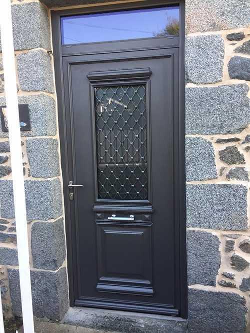 Rénovation porte d''entrée alu, verre dépoli et grille en fer forgé 0