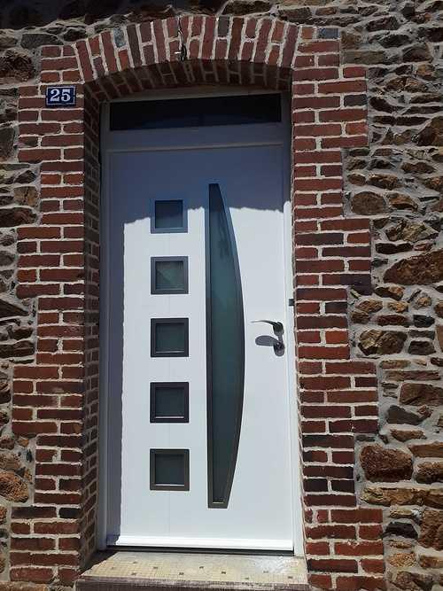 Menuiseries PVC avec volets roulants Bubendorff et porte d''entrée contemporaine alu - Plélo (22 Côtes d ''Armor) 201807091407381