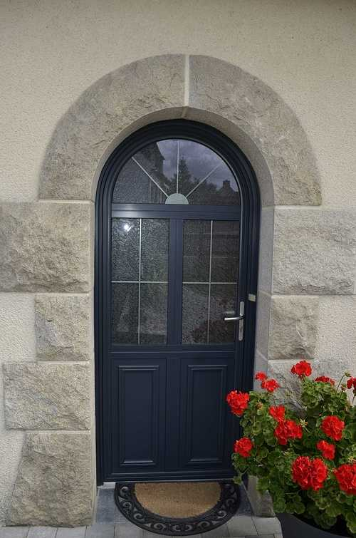 Baie vitrée mixte et porte d''entrée alu / bois - Maison à Plélo (22) dsc8992