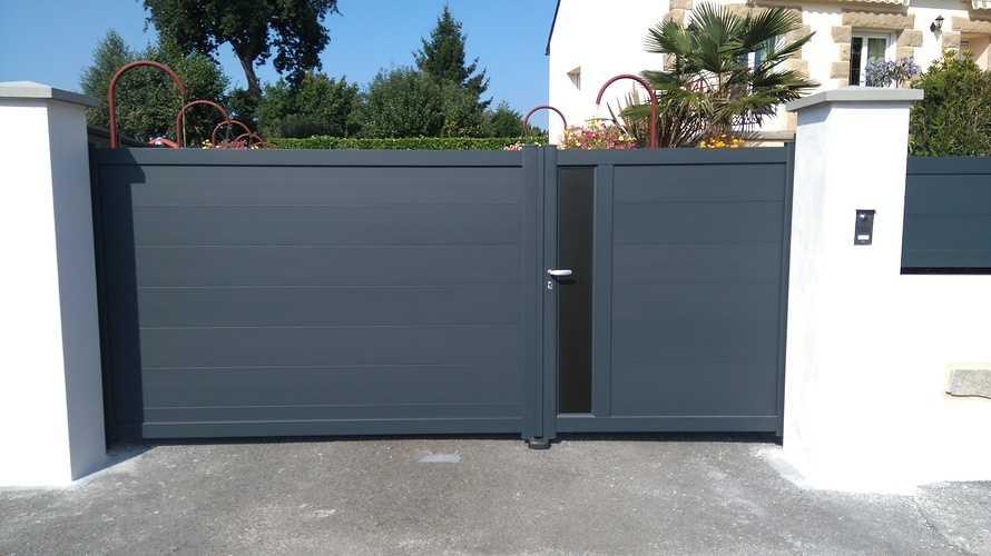 Portail et porte d''entrée alu et volet , fenêtres PVC - Ploumagoar- 22 0