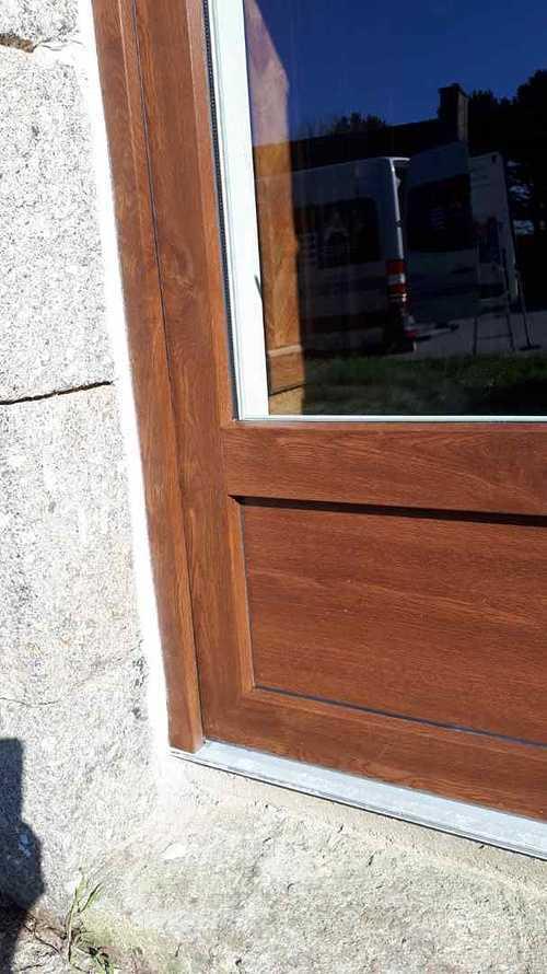 Menuiseries PVC aspect bois pour longère en pierre - Plaine Haute (22) resized201902211419356706