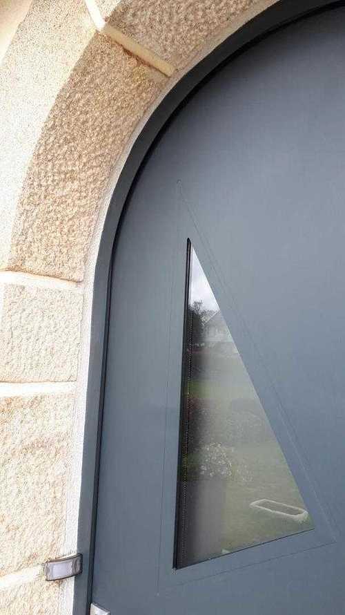 Porte d''entrée cintrée en aluminium - Coëtmieux (22) porte-coetmieux-2