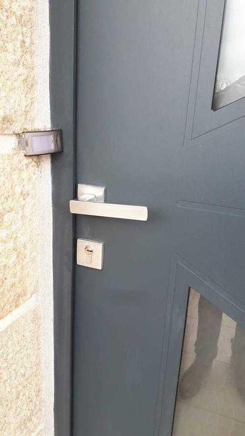 Porte d''entrée cintrée en aluminium - Coëtmieux (22) porte-coetmieux-3