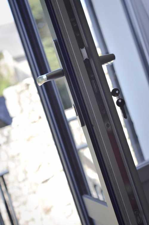 Portes d''entrée : esthétique, style, haute technicité et sécurité dsc5326