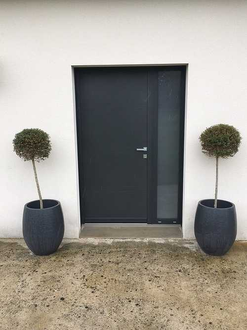 Porte d''entrée en alu gris sablé - Quessoy 0