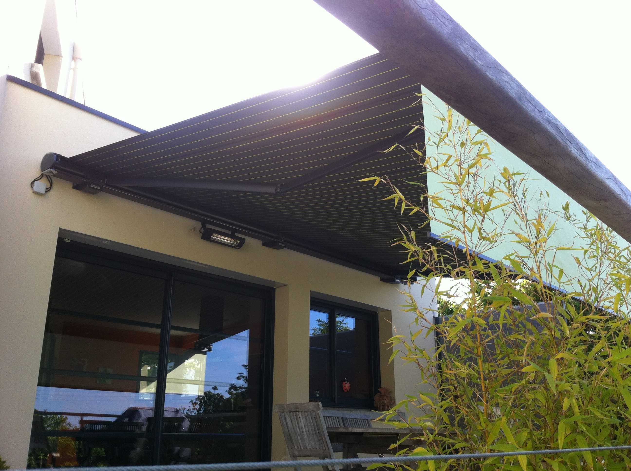 coupe vent terrasse retractable cool pare vent terrasse plexiglas panneaux coupe vent pour. Black Bedroom Furniture Sets. Home Design Ideas