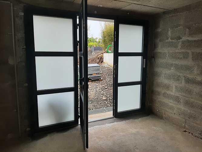 Remplacement porte de garage bois par porte isolante, lumineuse et sécurisante - Pordic 202105251703132