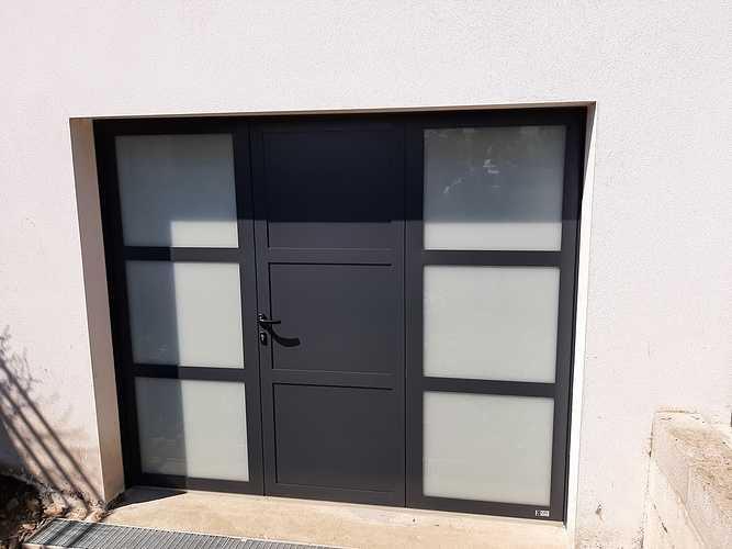 Remplacement porte de garage bois par porte isolante, lumineuse et sécurisante - Pordic 0