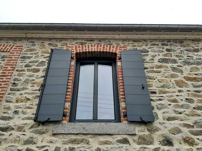 Remplacement menuiseries et volets battants bois par de l''aluminium - Pléneuf Val André 202106031634241