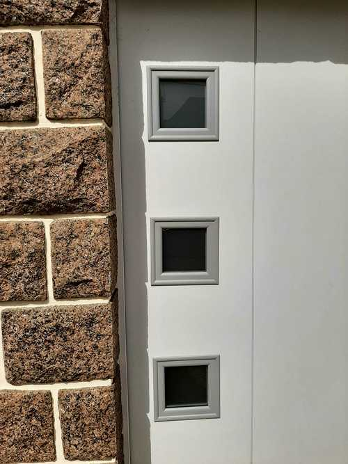 Remplacement porte de garage bois coulissante par une porte motorisée - Erquy 20210401144729