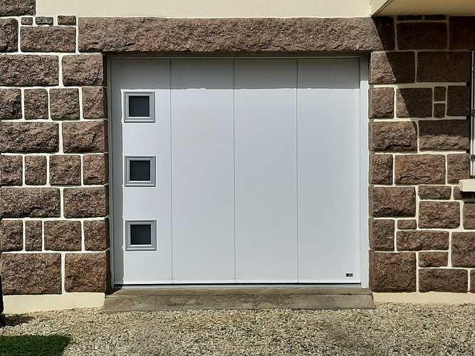 Remplacement porte de garage bois coulissante par une porte motorisée - Erquy 0