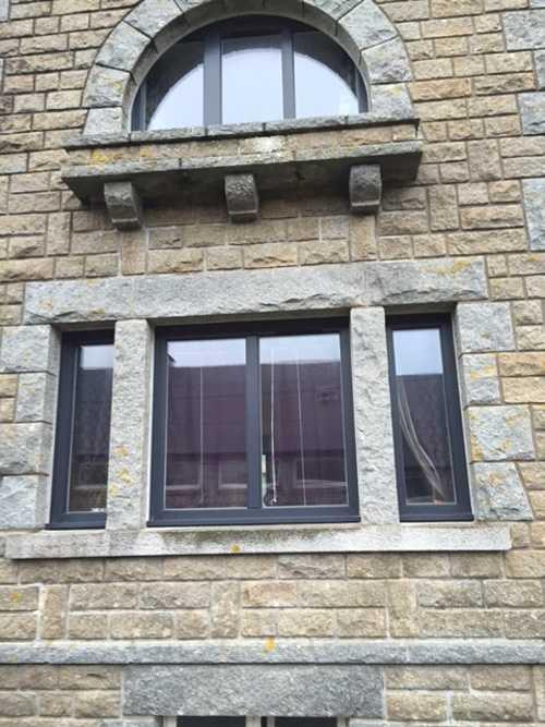 Fenêtre Art Design en résine - Ploeuc-sur-Lié 0