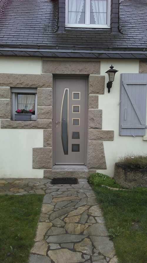 Porte d''entrée alu claire avec insertions vitrées - Langueux 0