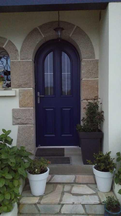 Porte d'' entrée bleu, alu -mixte, cintrée - Saint -Julien 0